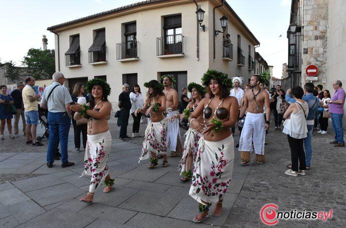 Folclores del mundo, exóticos y tradicionales, inundan las calles de Zamora